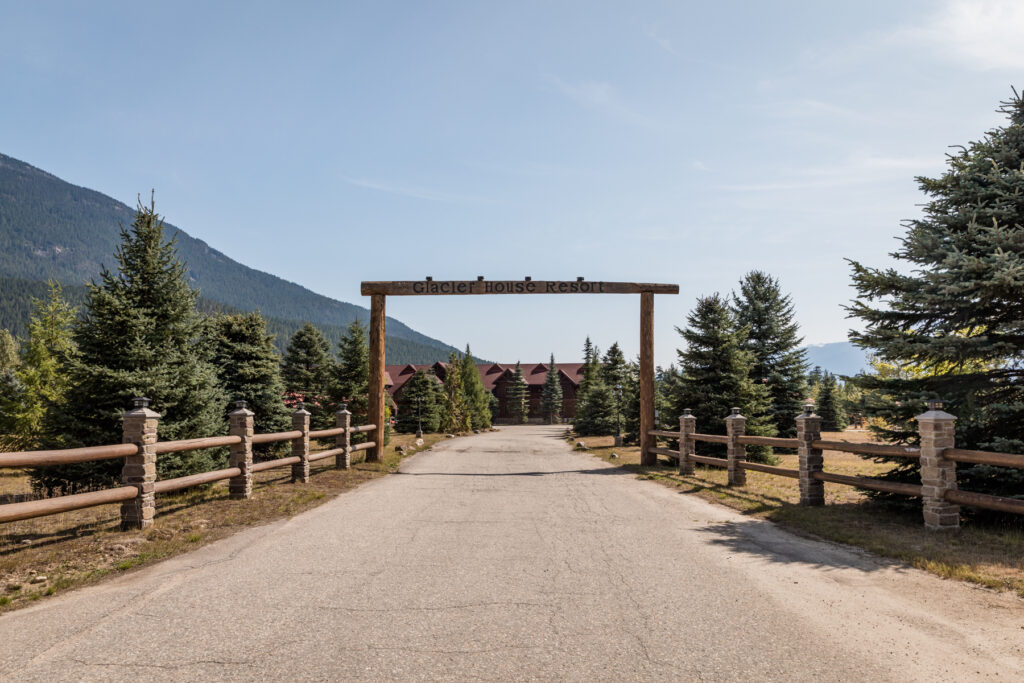 driveway-to-mountain-lodge