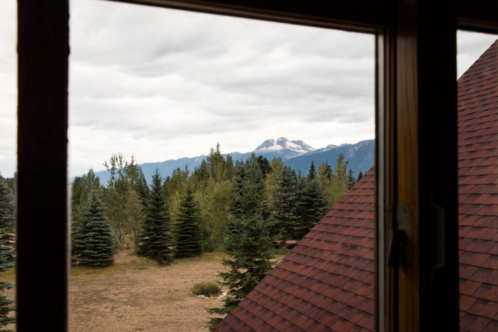 mountain-view-from-revelstoke-hotel-room
